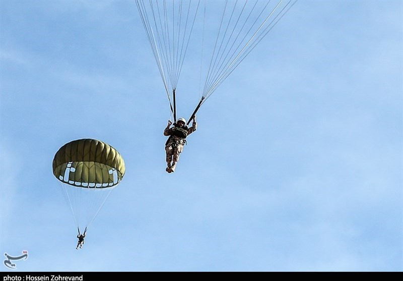 Iranian Army Self-Sufficient in Making Military Parachutes: Commander