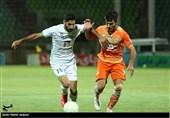 تساوی فوتبالیستهای ذوبآهن و نساجی مازندران در نیمه نخست