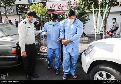 بازسازی صحنه وقوع جرم اوباش شرق تهران که با حضور در طباخی خیابان دماوند اقدام به شرارت و ضرب و شتم کرده بودند و در نهایت توسط پلیس امنیت عمومی دستگیر شدند