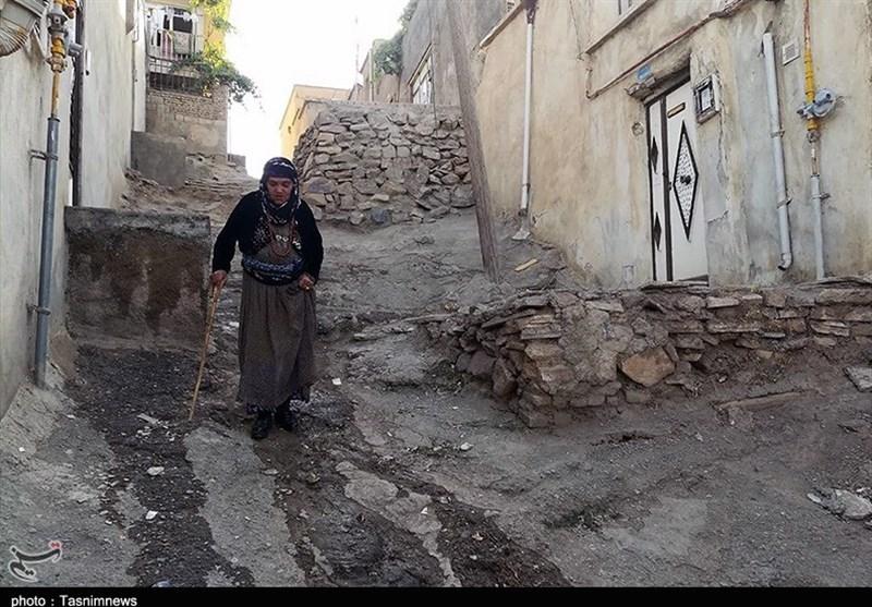 گذران سخت زندگی در مناطق فقیرنشین مرکز کردستان/اینجا نفسها به شماره میافتند+تصویر