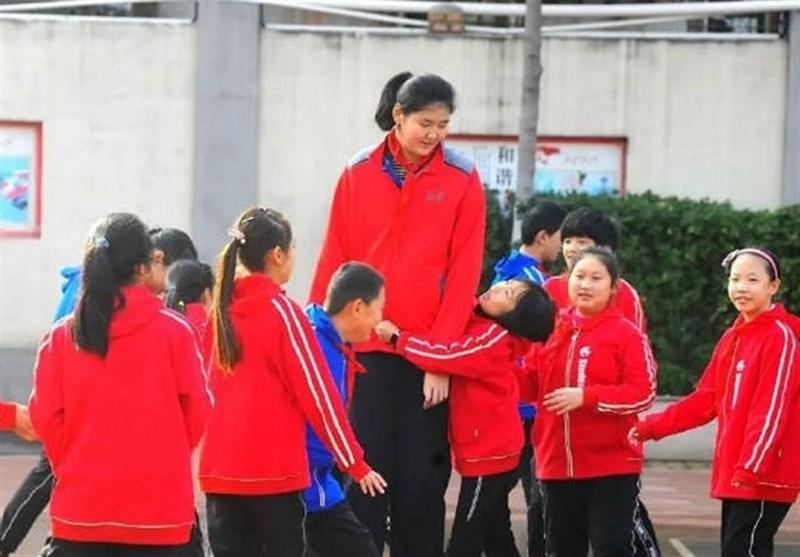 دختر بسکتبالیست چینی 14 ساله با قد اعجابانگیز + عکس