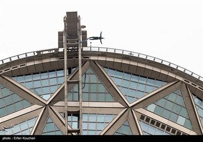 پرش امیر بدری به عنوان اولین نفر از بلندترین سکوی بانجی جامپینگ دنیا