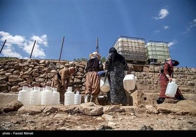 ویراش دارای سه چشمه بوده که متاسفانه بر اثر بحران خشکسالی و کمآبی در کشور، تنها یک چشمه آن باقی مانده است که میزان دبی آب این چشمه نیز به یکدهم تنزل کرده است.