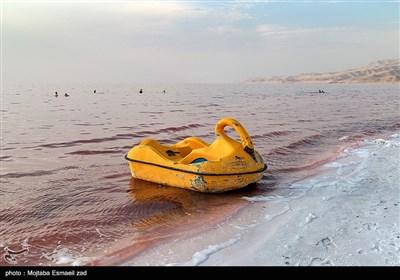 قرمز شدن رنگ آب دریاچه ارومیه