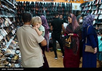 خریدن لباس و کفش نو به مناسبت عید قربان مغازه های شهر را شلوغ تر از هفته های قبل کرده است