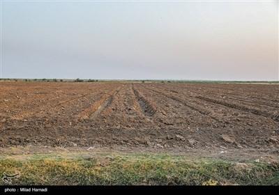 در مسیر سوسنگرد به بستان هنوز آب مورد نیاز به آن مناطق نرسیده و کشاورزان و دامداران همچنان منتظر رهاسازی بیشتری هستند