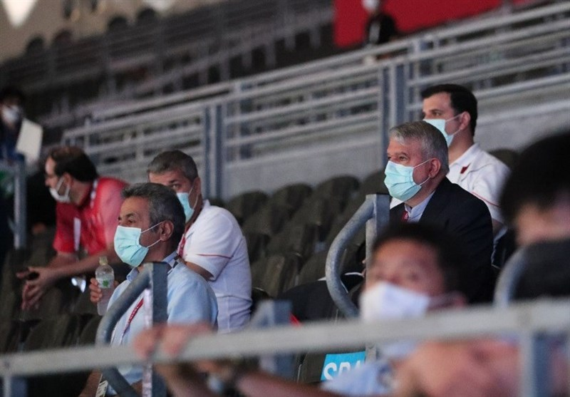المپیک 2020 توکیو  صالحیامیری تماشاگر رقابت سابریستها/ تشویق شمشیربازان توسط بهداد سلیمی