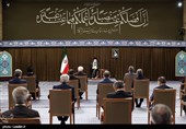 قائد الثورة الاسلامیة یستقبل الرئیس روحانی و أعضاء حکومته