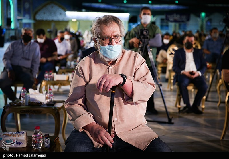 نادر طالب زاده مستندساز مراسم اختتامیه جشنواره بزرگ صالح در صحن امامزاده صالح(ع) تجریش