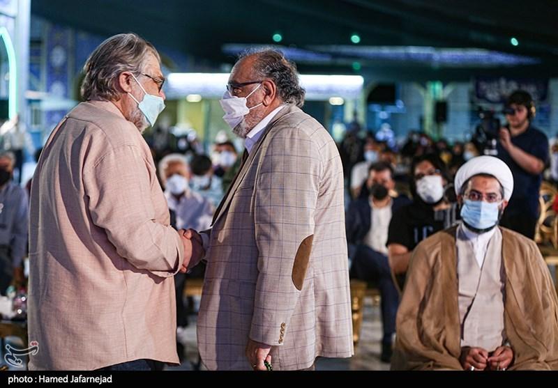 نادر طالب زاده مستندساز و داریوش ارجمند بازیگر سینما و تلویزیون در مراسم اختتامیه جشنواره بزرگ صالح