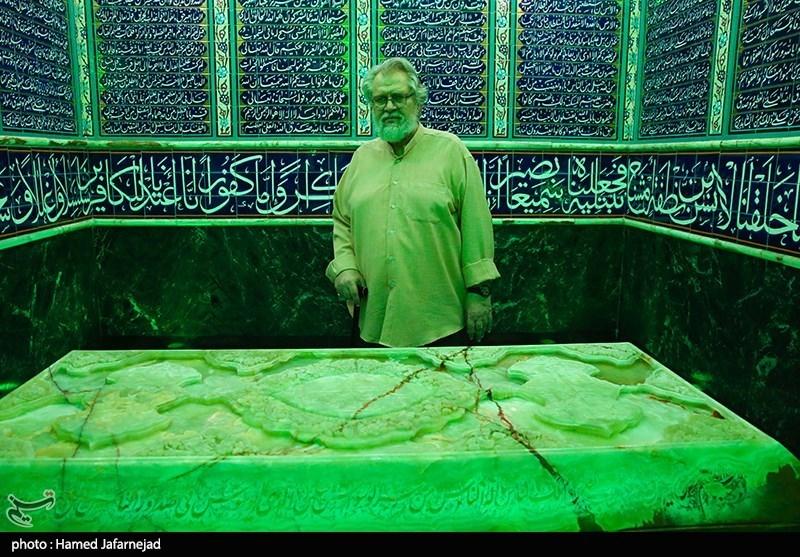 نادر طالب زاده مستندساز در سرداب مقدس حضرت امامزاده صالح(ع)