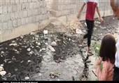 گذران زندگی مردم شهر سیاه منصور دزفول با بوی تعفن فاضلاب/ اهالی منطقه دچار مشکل تنفسی شدهاند+ فیلم
