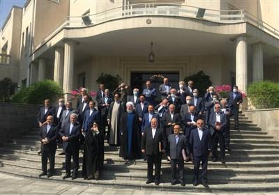 آخرین عکس روحانی و کابینه دولت دوازدهم در حیاط پاستور