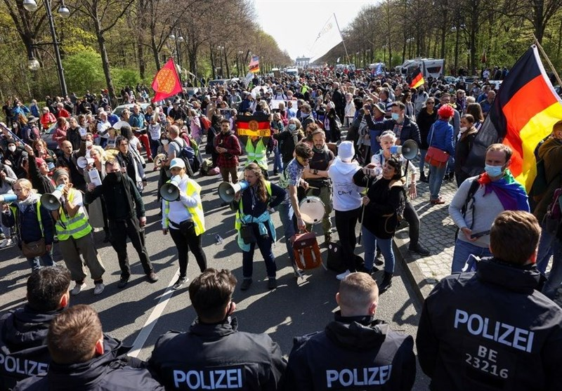 Anti-Lockdown Protests Turn into Violent Scuffles with Police in Germany (+Video)