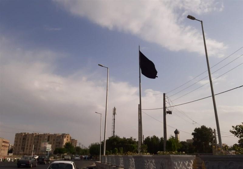 """علت برافراشتن """"پرچمهای سیاه"""" توسط شهرداری تهران در روز برگزاری تنفیذ ریاستجمهوری چیست؟! + پاسخ شهرداری"""