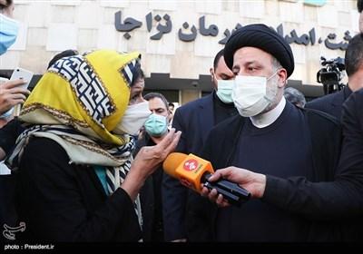 رئیسی یجری زیارة تفقدیة لصیدلیة فی طهران