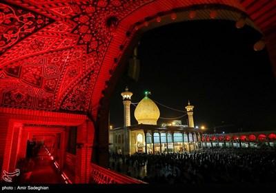 مراسم شام غریبان و لاله گردانی عاشورای حسینی در حرم مطهر حضرت شاهچراغ (ع)
