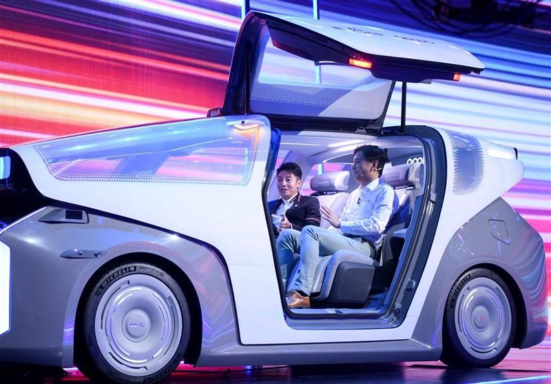 """رونمایی """"بایدو"""" غول فناوری چینی از """"روبوکار"""" نخستین خودروی بدون راننده"""