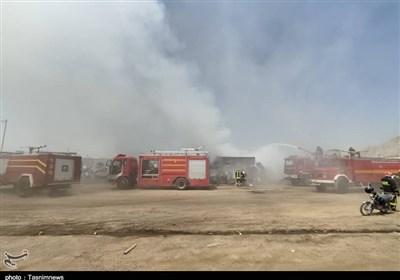 آتشسوزی بزرگ در مرکز پسماند و ضایعات فرسوده کرمانشاه / دود غلیظ شهر را در بر گرفت + تصاویر