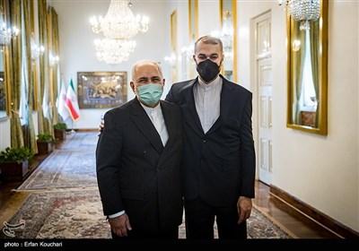 بدرقه محمدجواد ظریف، توسط حسین امیر عبداللهیان وزیر امور خارجه جدید