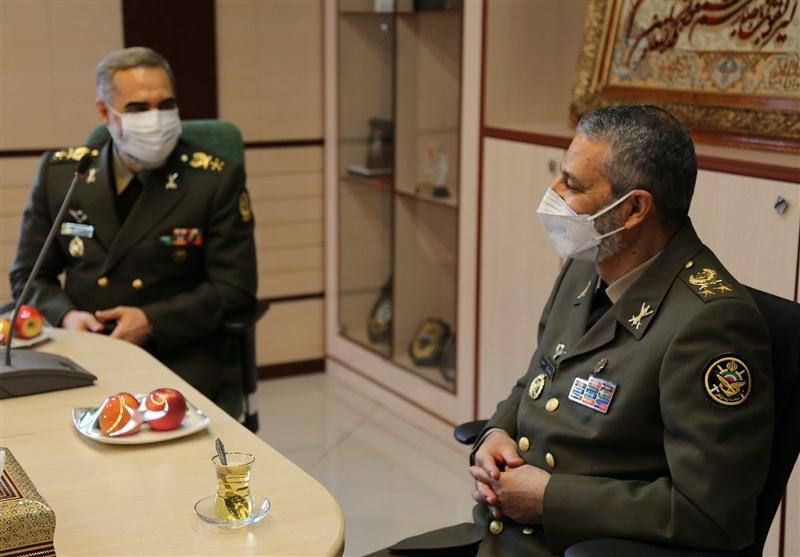 فرمانده کل ارتش با وزیر دفاع دیدار کرد