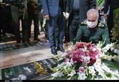 جانشین فرمانده کل سپاه به مقام شامخ شهید سلیمانی ادای احترام کرد + عکس