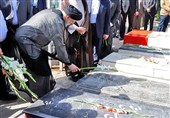 """ادای احترام رئیس جمهور به شهدای مدافع امنیت در چابهار / رئیسی: شهدا برای """"منطقه، کشور و نظام"""" بسیار امنیتآفرین شدند"""