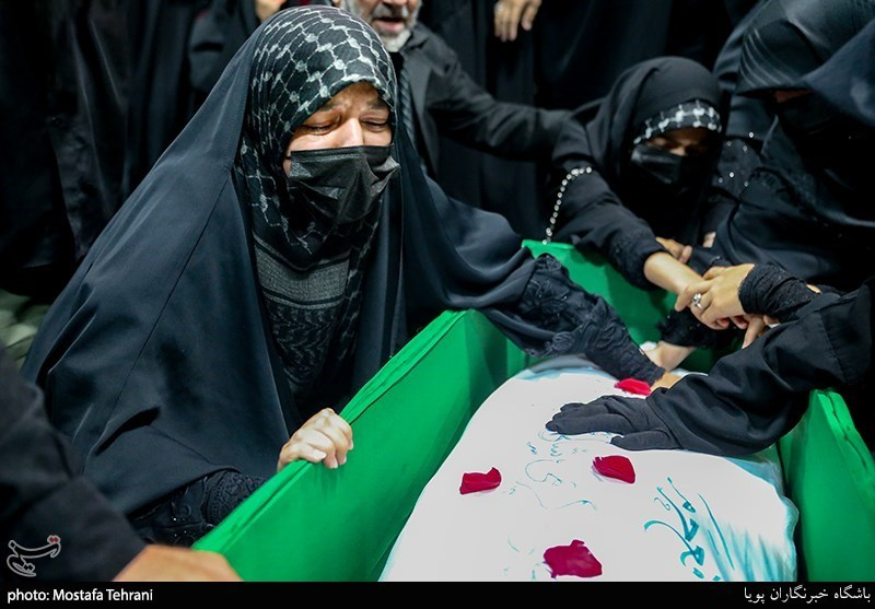 وداع با پیکر شهید مدافع حرم مرتضی کریمی