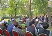 دیدار بزرگان افغانستان با کرزی؛ «کابینه سرپرست به کابینه فراگیر تبدیل شود»