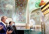 Irak Başbakanı, İmam Rıza (s.a) Türbesi'ni Ziyaret Etti