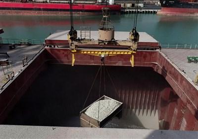 بارگیری مواد معدنی با گنتری کرین در بندر شهید رجایی/اجرای وسیع طرح پس از آنالیز شاخص عملیاتی و هزینهای