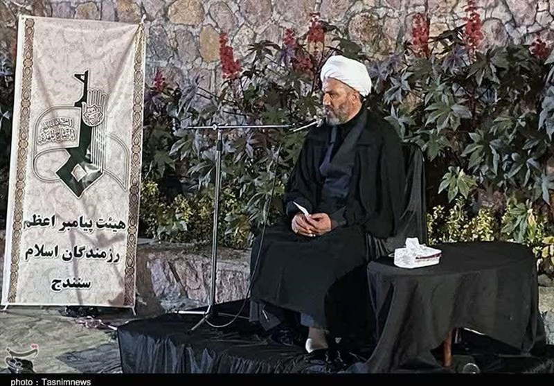 مدیران جامعه اسلامی باید همواره با مردم در مسیر رفع مشکلات حرکت کنند