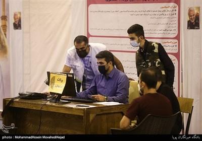 واکسیناسیون شبانه روزی در سوله بحرانِ بزرگراه کردستان تهران
