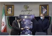وزیر ارشاد از خانواده شهید مدافع حرم «مهدی قاضیخانی» تجلیل کرد