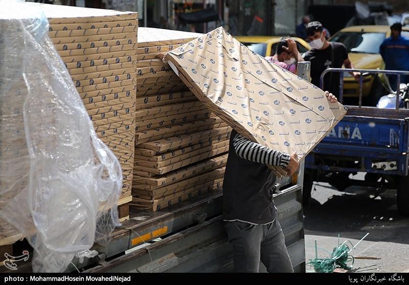 تاجرانِ کارتن خوابِ بازار کاغذ!/ تب تند در نبود مشتری+ فیلم