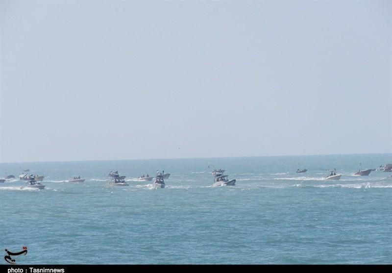 بالصور.. استعراض بحری لحرس الثورة الإسلامیة فی الخلیج الفارسی