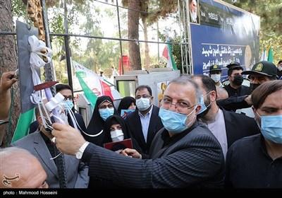 نواختن زنگ دانشآموز شهید توسط علیرضا زاکانی شهردار تهران