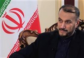 وزیر الخارجیة الإیرانی یؤکد التزام فریق التفاوض بقانون البرلمان بشأن الغاء العقوبات