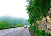 باران در جادههای مازندران/وضعیت ترافیکی جاده کندوان پرحجم است