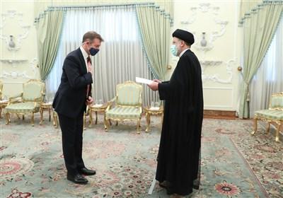 آیتالله رئیسی خطاب به سفیر جدید انگلیس: حقایق ایران را همانگونه که هست به مقامات خود منعکس کنید