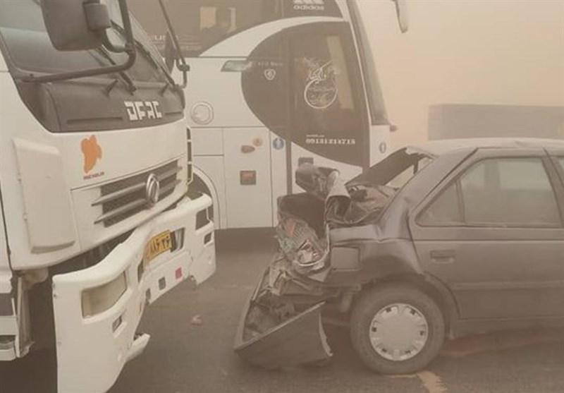 تصادف زنجیرهای 20خودرو در جاده نیشابور- سبزوار + عکس
