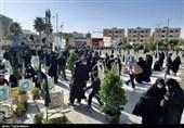 نماز ظهر اربعین در میعادگاه عاشقان اصفهان اقامه شد + فیلم