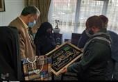 پس از 33 سال انتظار؛ مادر شهید زمانزاده مزار فرزندش را در آغوش گرفت