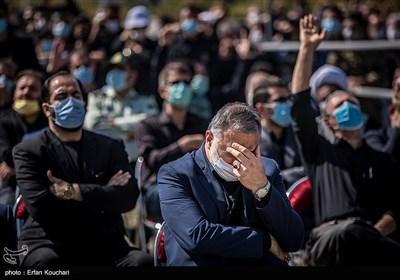 علیرضا زاکانی شهردار تهران در مراسم تشییع شهدای گمنام در محل دریاچه شهدای خلیج فارس