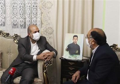 وحیدی در دیدار خانواده شهید بایرامی: شهدا فراتر از زمان و مکان حرکت میکنند