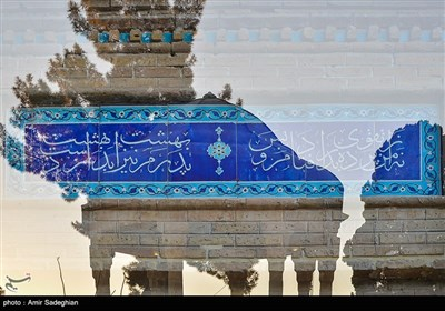 موضوع اشعار حافظ بسیار متنوع بوده و از اشعار او در موسیقی سنتی ایرانی، هنرهای تجسمی و خوشنویسی استفاده می شود.