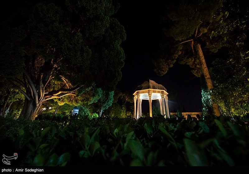 Iranians Commemorate National Day of Hafez