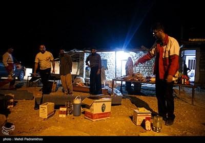 ادامه امداد رسانی به آسیب دیده گان زلزله قلعه خواجه - خوزستان