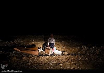 گزارش تسنیم از مصائب زلزلهزدگان در اندیکا/ مردم روستاهای منطقه آواره شدهاند/ زلزله همه منازل را تخریب کرد + فیلم