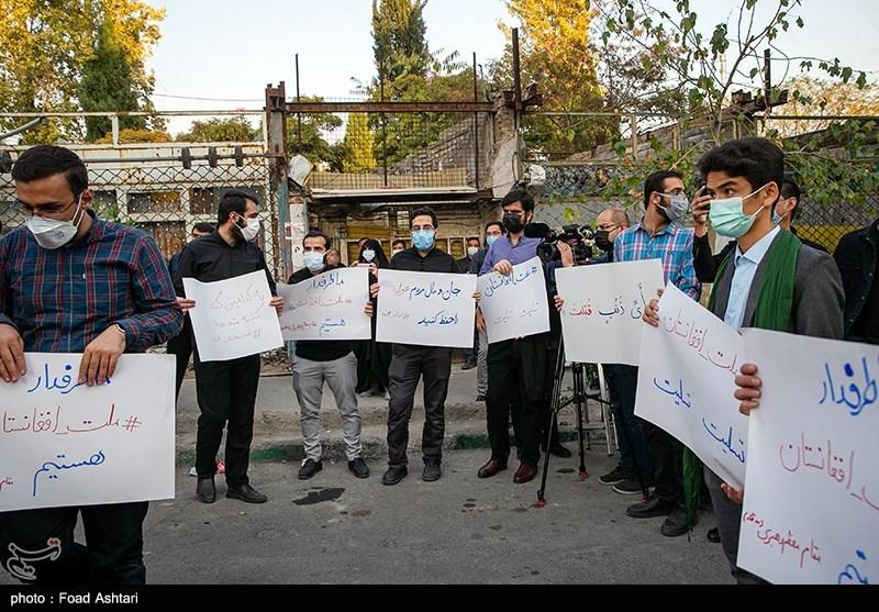 بزرگداشت شهدای مسجد قندوز در مقابل کنسولگری افغانستان